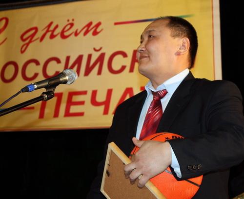 Председатель комитета физкультуры Амат Шилыков бросил журналистам вызов: он предложил любой редакции побороться с командой спорткомитета