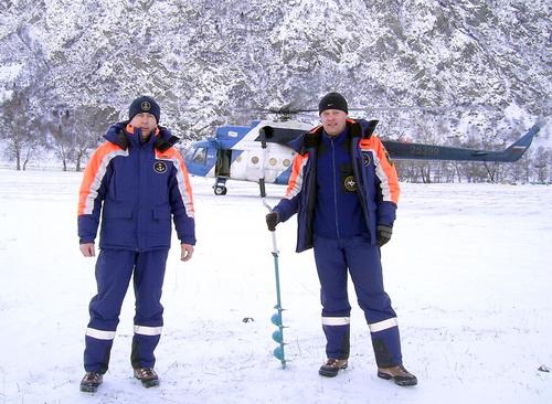 Сотрудники ГИМС произвели замеры толщины ледового покрова
