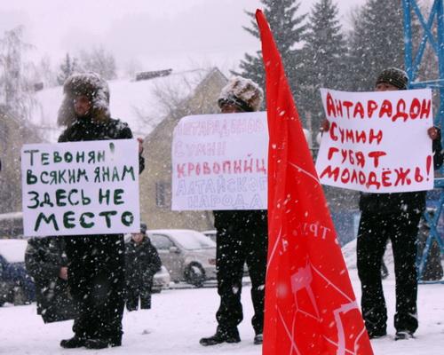 Возможно, поводом к возбуждению уголовного дела стал плакат, который Михайлов держал на митинге