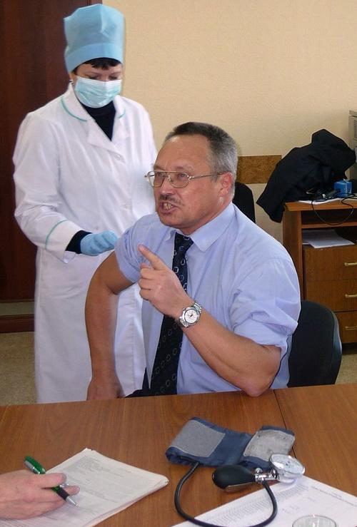 Руководитель Роспотребнадзора поставил прививку против свиного гриппа