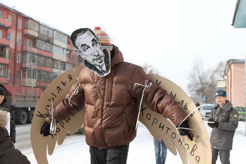 Марийэльцы показали театрализованную сценку с отрезанием крыльев Харитонову в трех городах