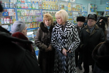 Татьяна Яковлева в сопровождении горно-алтайских чиновников провела рейд по аптекам