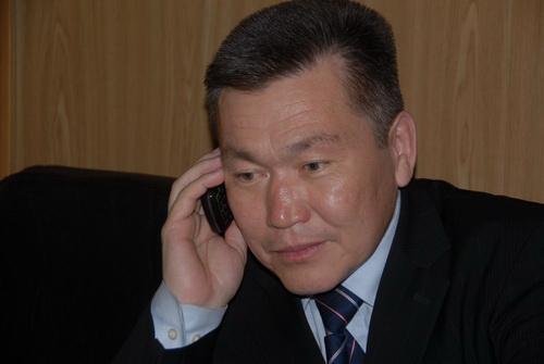 Виктор Яныканов принимает поздравления от единороссов с избранием на пост руководителя аграрного комитета