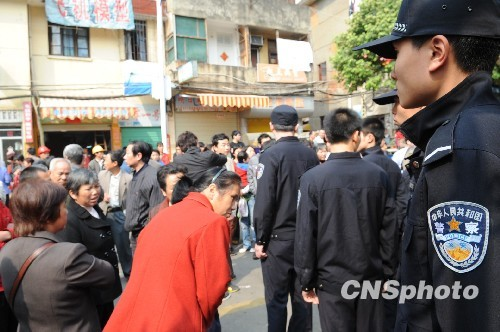Полиция оцепила район преступления