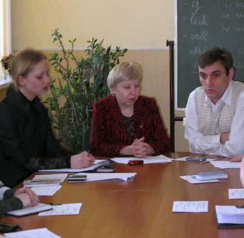 Депутат Андрей Абакумов (справа) призвал молодых людей «не быть овощами»