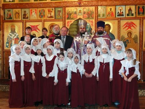 На богослужении в Свято-Макариевской присутствовал мэр Горно-Алтайска Виктор Облогин