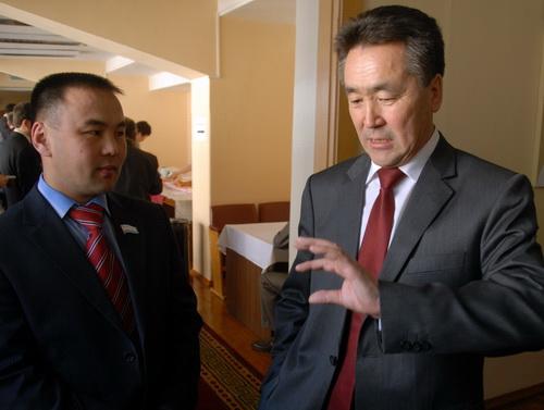 Перед голосованием господин Белеков рассказывает Князеву о методах убеждения