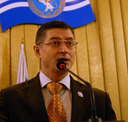Председатель избиркома Сергей Денчик еще раз порадовал избранных депутатов итогами выборов