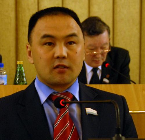 Кандидат на пост спикера Урмат Князев выступает с программной речью