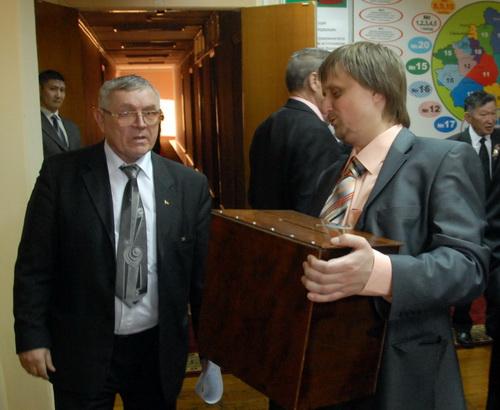 «Коробка из-под ксерокса»: депутаты Михаил Федькин и Сергей Михайлов
