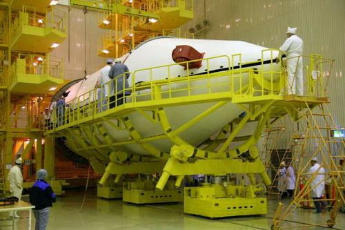 Сборка космической головной части «Протон-М» с «Экостар-14»