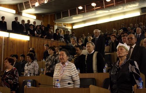 Большой зал Госсобрания захватили представители науки, депутаты разместились на балконах