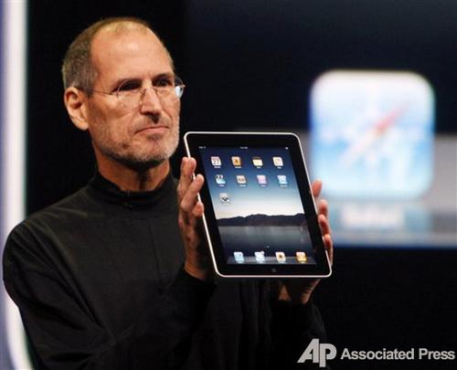 Директор Apple Стив Джобс еще в январе представил iPad