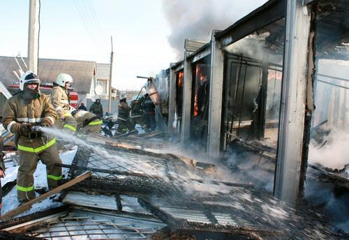 В Майме сгорело здание на улице Гидростроителей