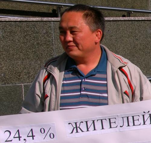 В разгар политических баталий на родине Сергей Кыныев поехал усмирять киргизов