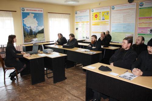 11 священнослужителей приняли участие в тренинге МЧС