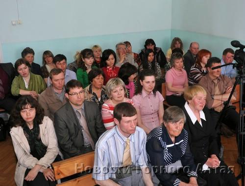 Десятки Свидетелей Иеговы из разных регионов страны прибыли сегодня в горно-алтайский суд и с тревогой ожидали приговора