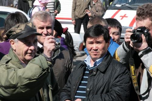 Это требование не понравилось главному редактору «Листка» Виталию Бочкареву (слева)…