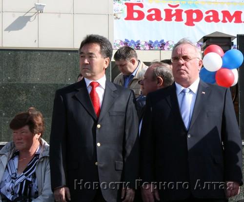 Парад принимают Иван Белеков и Александр Бердников