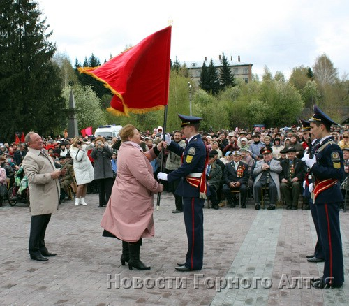 Кадетская рота получила знамя