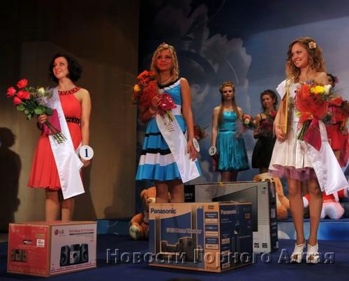 Победительницы конкурса: Анастасия Ключникова, Алиса Часовская и Маргарита Горячева