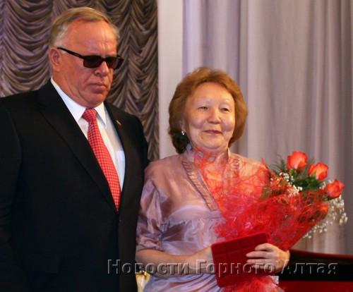 Александр Бердников вручил госнаграды