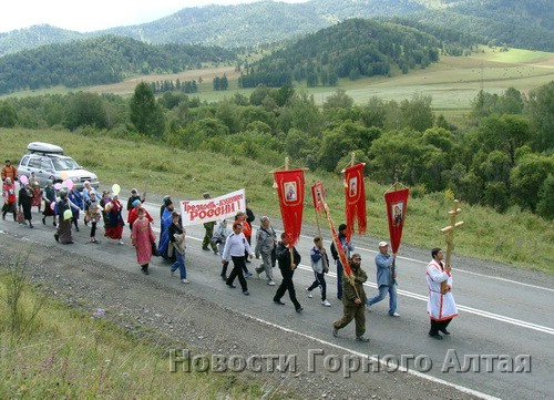 Участники Крестного хода преодолели около 15 км от Шебалино до Мыюты