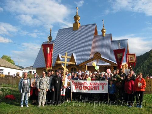 Участники Крестного хода в Мыюте