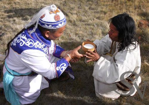 Алтайские и индейские шаманы совершают ритуал