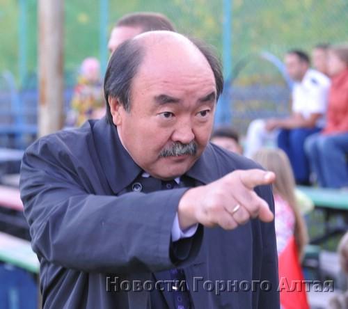 Сергей Карамаев дает ценные указания игрокам