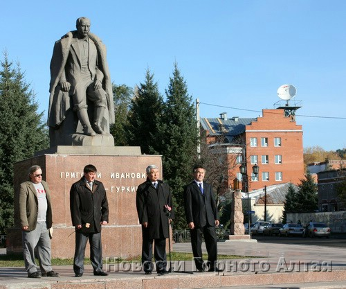 У памятника Григорию Чорос-Гуркину состоялся митинг, посвященный Дню памяти жертв политических репрессий