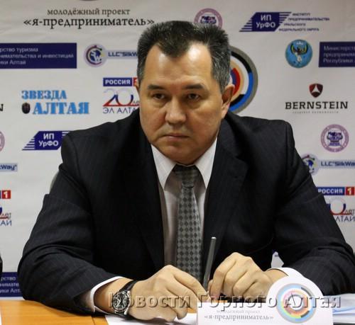 Евгений Ларин пообещал выпускникам гранты