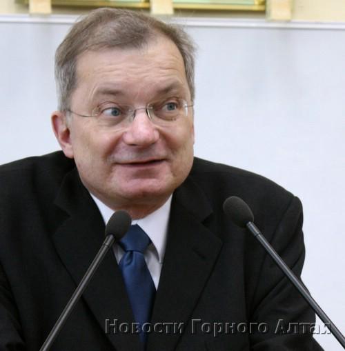 Генеральный консул ФРГ в Новосибирске Найтхарт Хефер-Виссинг
