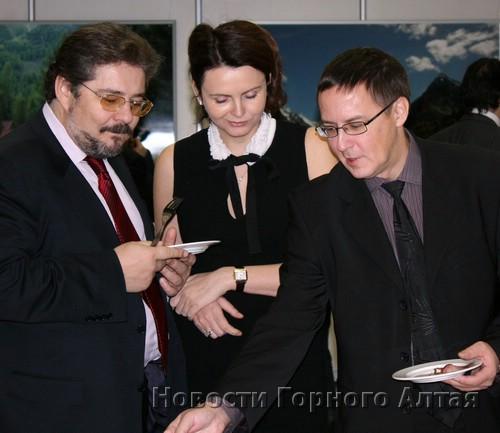 Эксперты объясняют проблемы «Манжерока» рискованным менеджментом (слева – один из владельцев ГЛК Дмитрий Журба)