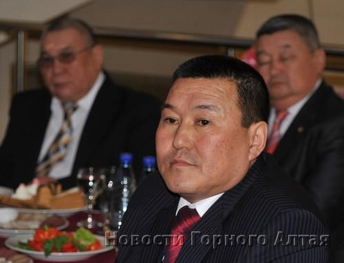 Александр Сакладов (в центре) все чаще выходит на первый план