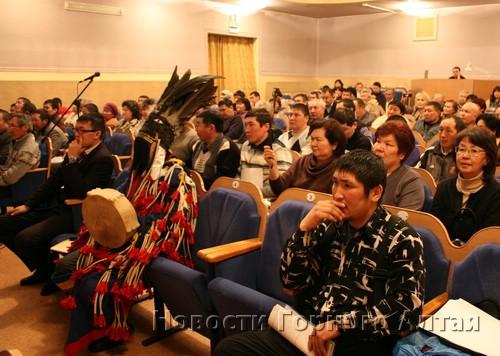 В его работе приняли участие свыше ста делегатов