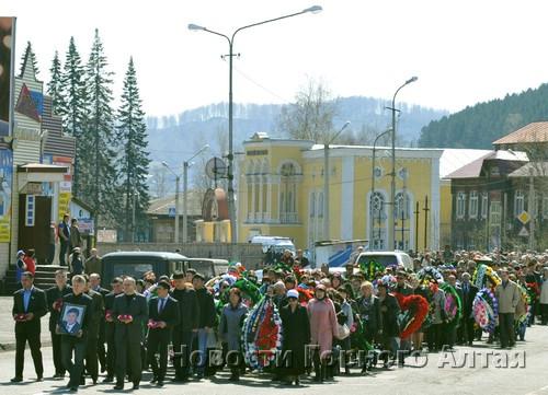 Проститься с Сергеем Пекпеевым пришли тысячи жителей республики