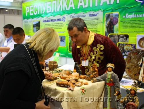 Также посетителей притягивают шебалинские сувениры