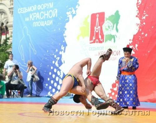 В Москве прошел турнир по бурятской национальной борьбе «Бухэ барилдаан»