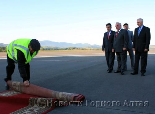 Рейс встречали руководство республики и владелец аэропорта