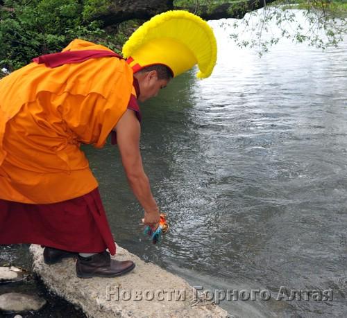 … монахи высыпали в Маймушку