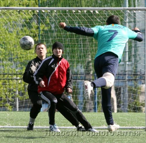 В Горно-Алтайске прошел турнир по мини-футболу памяти Николая Яимова