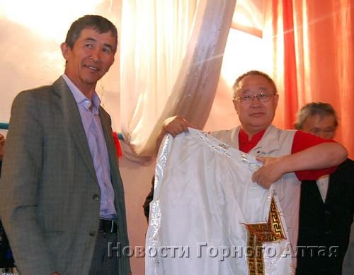 Бронтой Бедюров облачает Романа Тадырова властью