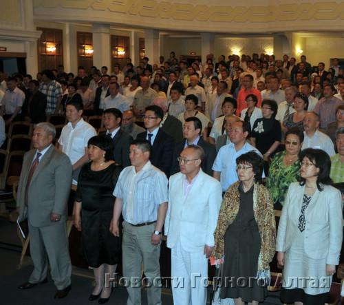 На съезд пришли около 300 делегатов и гостей