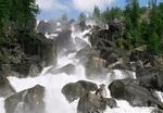 Самый опасный участок тропы к водопаду Учар оборудовали тросами и креплениями