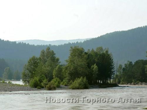Паводок «запер» на острове кузбасских туристов