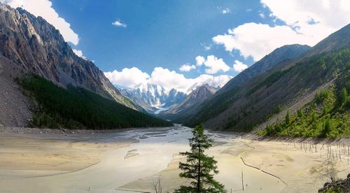 По дну озера сейчас течет река. Фото Александра Коботова