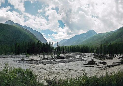 """""""Вытекающее"""" по реке Мажой озеро. Фото Александра Коботова"""