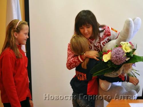 Елена Аржакова и подрастающие спортсменки