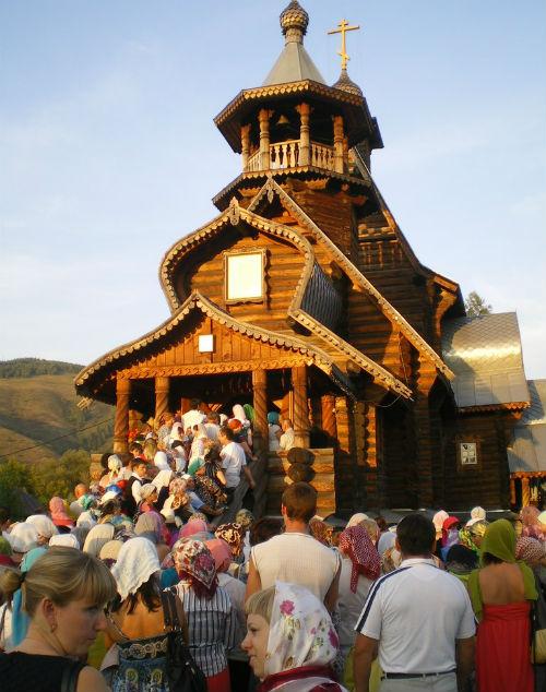 В Горно-Алтайск доставлены мощи Николая Угодника